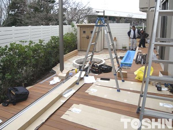 お庭工事でテラス屋根施工中 川崎市