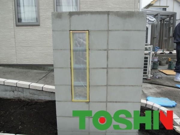 ガラスブロック入りのタイル門柱