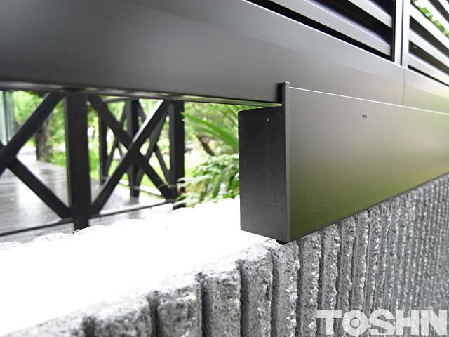 ブロックと目隠しフェンスの隙間カバー