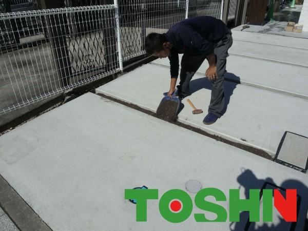 車庫コンクリートに人工芝 世田谷区成城