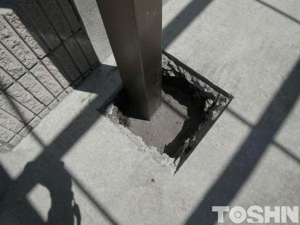 奥行き勾配のカーポートの柱固定