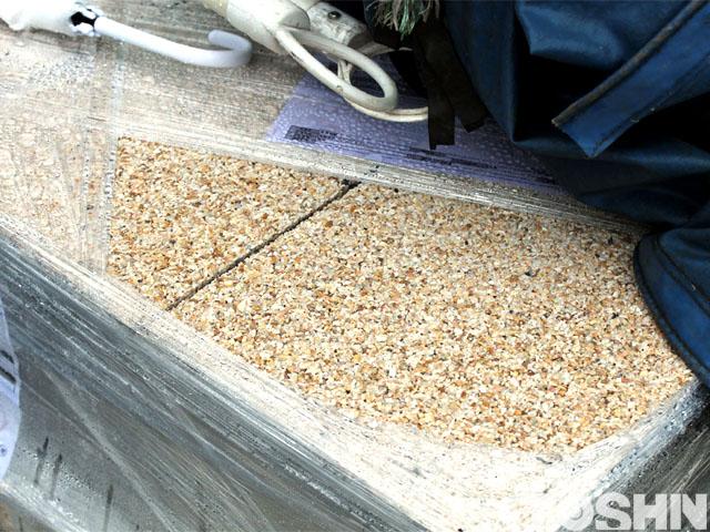 透水・保水機能に優れた自然石平板