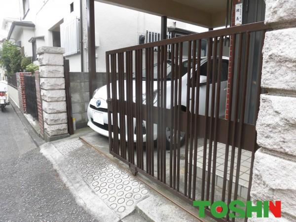 二度塗りで鉄製引戸と門扉修繕