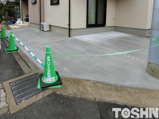 天然石目地で駐車場コンクリートのひび割れ防止