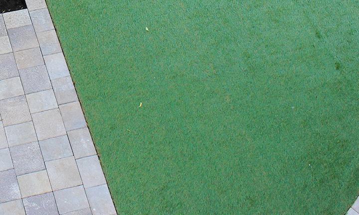 相模原市の人工芝のアプローチ