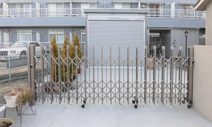 相模原市の伸縮タイプの門扉