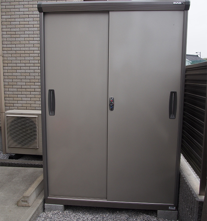 相模原市の二枚扉の物置設置工事