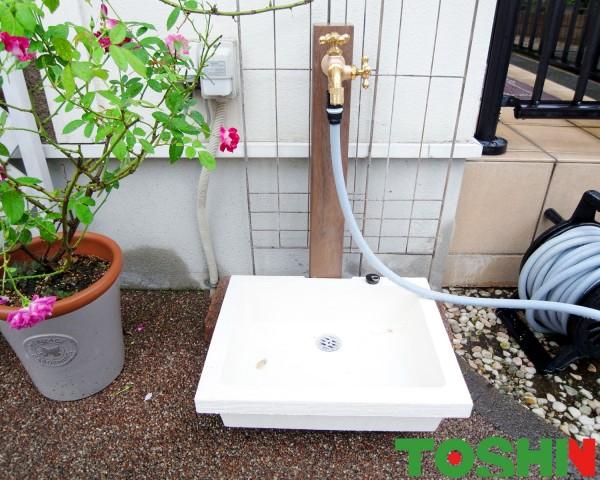 可愛いバラに似合う立水栓に交換 相模原市