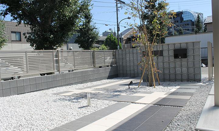 相模原市で庭まわり・ガーデンで使用するタイル
