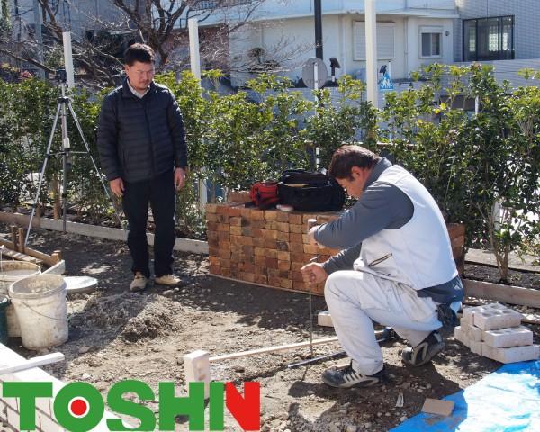 ウリン材のウッドデッキとリクシル・プラスGでステージのようなお庭に 川崎市