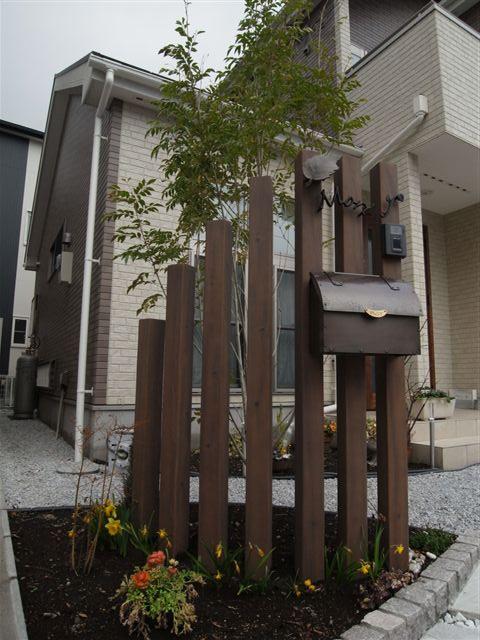 ピンコロ石を使った花壇とスリットフェンス