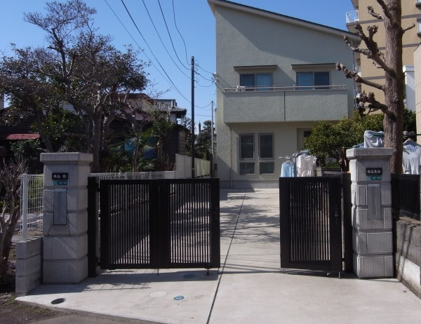 相模原市の4枚折戸門扉設置のエクステリア工事