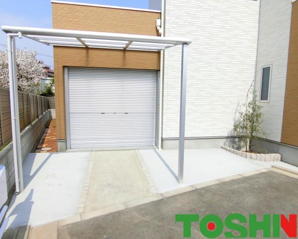 ガレージ前にテラス屋根「スピーネ」設置 相模原市