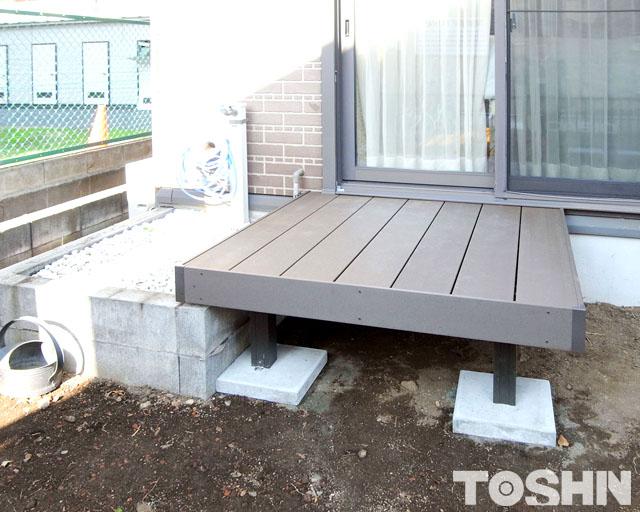人工木デッキ設置後 庭リフォーム 厚木市