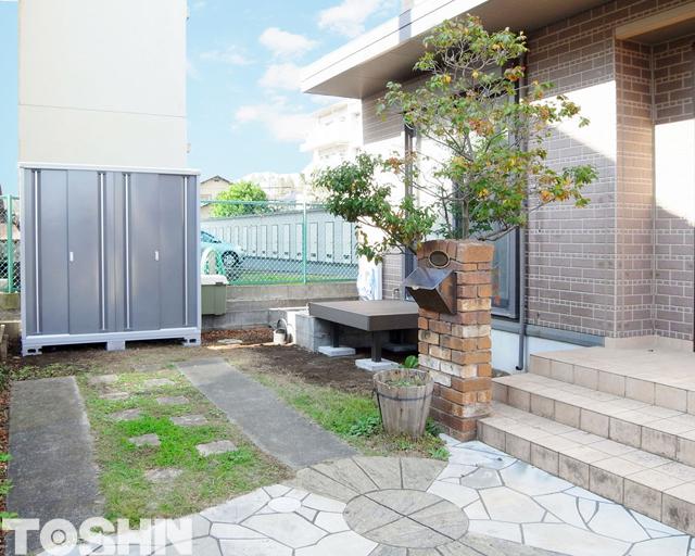リクシル人工木デッキとイナバ物置設置でお庭をリフォーム 厚木市