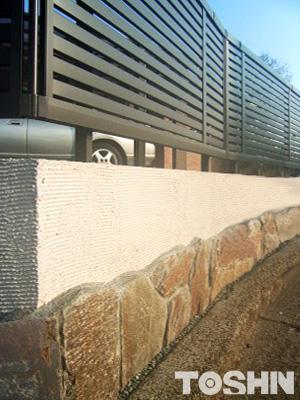 石貼り「デュオストーン」のアプローチ おしゃれな外壁