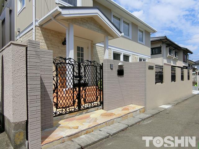 鋳物門扉とフェンスの高級感ある新築外構 町田市 O様邸