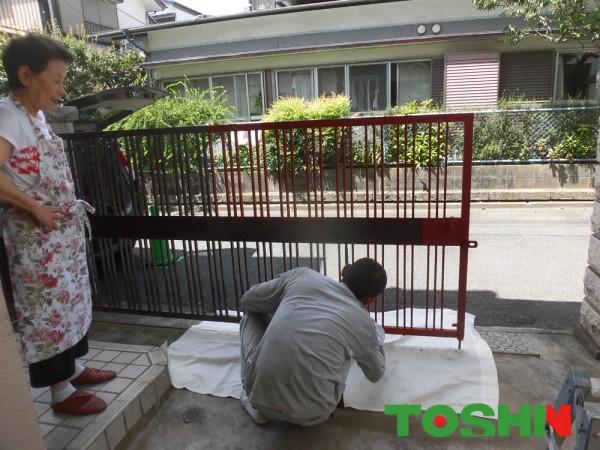 門扉の塗装 塗装作業中 相模原市