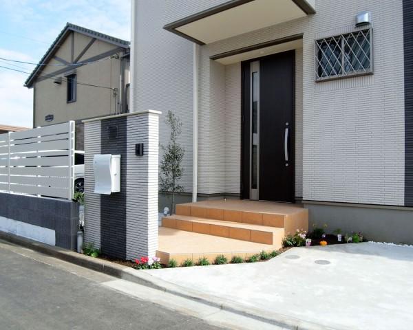 新築住宅のイメージに合ったカースペースと門まわり 相模原市