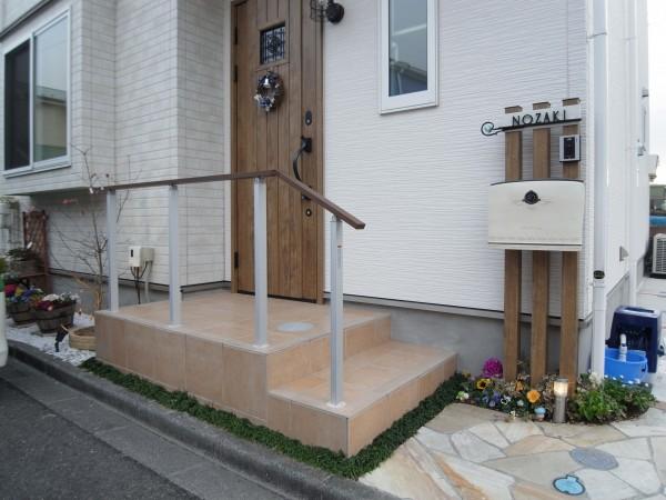 住友不動産のナチュラルな門柱 照明確認