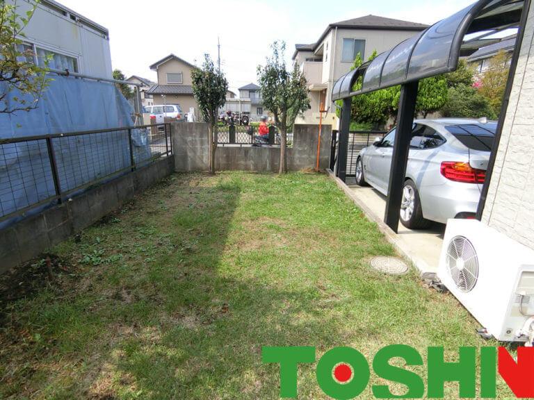 人工芝とインターロッキングで雑草防止