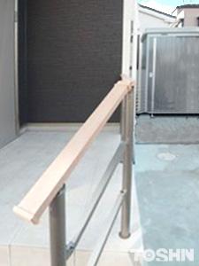 玄関ポーチ おしゃれな手すり設置の外構工事 相模原市A様邸